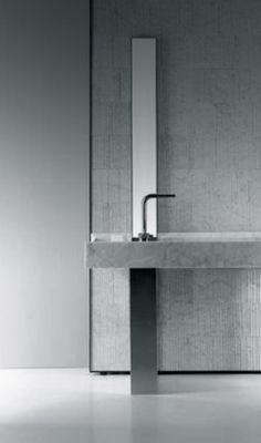 Salvatori | Raw marble tiles by Piero Lissoni in White Carrara | Onsen washbasin