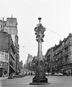 A farola, no cruce da rúa de Colón, Urzaiz e Príncipe