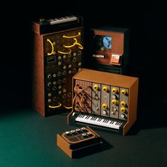 Miniature Retro Papercraft Synthesizers by Dan McPharlin, http://photovide.com/retro-papercraft-synthesizers/