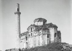 Laleli'de bulunan Bodrum Mesih Paşa Camii veya eski adıyla Myrelaion Kilisesi