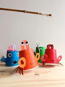 Zomervakantie - Visspel - DIY Paper Cup Fishing Game Craft for Kids - Handmade Charlotte Kids Crafts, At Home Crafts For Kids, Diy And Crafts Sewing, Diy Crafts Videos, Crafts For Teens, Diy For Kids, Sea Crafts, Paper Cup Crafts, Paper Cups