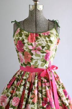 Vintage 1950s Dress / 50s Cotton Dress / Pink Rose Print Dress w/ Full Skirt XXS