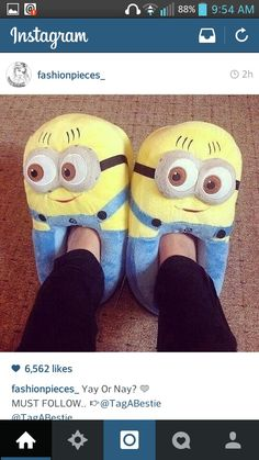 Funny minion despicable me slippers, in-house shoes - pantoffels/sloffen minions Minion Shoes, Minion Bag, Cute Minions, Funny Minion, Tumblr Quality, Minion Movie, Cute Slippers, Disney Slippers, Winter Slippers
