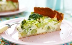 Broccoli and blue cheese quiche with quark Swedish Chef, Cheese Quiche, Gluten Free Pie, Savory Tart, Party Buffet, Meatless Monday, Light Recipes, Cravings, Vegetarian Recipes