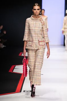 Elisabetta Franchi Milano – Collections Fall Winter – Shows – Vogue.it Elisabetta Franchi Milan – Collections Fall Winter – Shows – Vogue. Fashion 2020, Runway Fashion, Fashion Show, Womens Fashion, Fashion Trends, Milan Fashion, Couture Mode, Couture Fashion, Chanel Couture