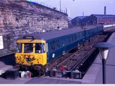 Old blue waiting at springburn station Old Train Station, Blue Train, High Road, British Rail, British History, Model Trains, Locomotive, Glasgow, Britain