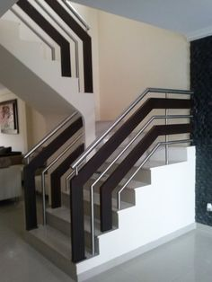 Fashionable staircase railing height just on homesaholic home design Staircase Railing Design, Modern Stair Railing, Balcony Railing Design, Home Stairs Design, Stair Handrail, Modern Stairs, Interior Stairs, Door Design, House Design