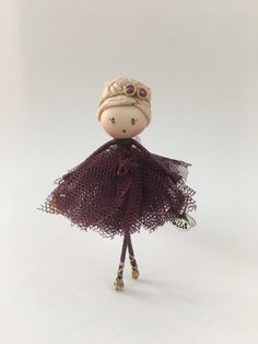 Brooch doll purple ballerina Jewelry de Mischic en Etsy https://www.etsy.com/es/listing/506094241/brooch-doll-purple-ballerina-jewelry