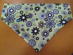 Lime burst ,over the collar bandana. Just over 14 inches wide. 10 inches to the point. 3.5 inch collar width. £5 plus £1 postage
