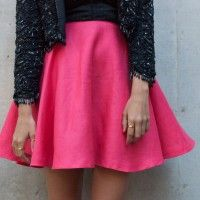Another half hour DIY sewing project coming right up! I have such a huge thing for short voluminous circle skirts – and recently tried my hand at making one for myself. It turned out to be much easier than I thought! Wearing: DIY Circle Skirt, Crop Top designed by me, Vintage Beaded Jacket...
