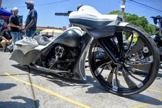 Photo: Join this collection and see all the There has already been quite a few uploaded. CHECK EM OUT Custom Baggers, Custom Harleys, Custom Motorcycles, Motorcycle Icon, Bagger Motorcycle, Motos Harley Davidson, Harley Davidson Street Glide, Harley Sport, Custom Street Glide
