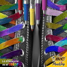 Agujetas de color de rosa...    o de todos los colores del arcoíris para darle aún más estilo a tus pasos.