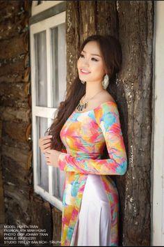 """""""Huyen Tran"""" ❤🌺🌻 Photo by Johnny Tran Vietnamese Clothing, Vietnamese Dress, Vietnamese Traditional Dress, Traditional Dresses, Pretty Asian, Beautiful Asian Women, Oriental Fashion, Asia Girl, Beauty Full Girl"""