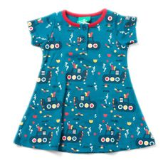 Submarines are definitely not just for boys! This simple jersey dress in the new Under the Sea print by Little Green Radicals is perfect for busy days playing.  Made from organic cotton which will wash again and again and come up like new. It also has buttons on the front rather than the back so your little one can dress themselves.  Sizes 3-4y & 4-5y.