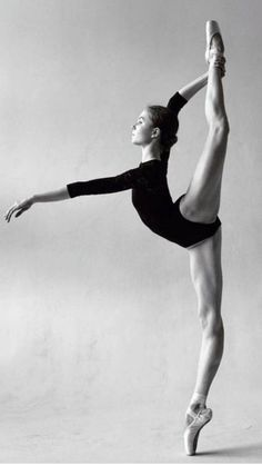 black and white ballerina photography Dance Photography Poses, Dance Poses, Ballet Dance Photography, Yoga Poses, Bolshoi Ballet, Ballet Dancers, Ballerina Dancing, Ballerina Body, Ballerina Poses
