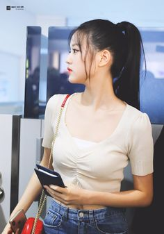 K Pop, Airport Fashion Kpop, Beautiful Young Lady, Japanese Girl Group, Airport Style, Our Girl, Ulzzang Girl, Girl Crushes, Girl Photos