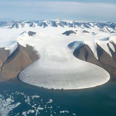 The Arctic Elephant-Foot Glacier found in northern Greenland. The grey zone at low elevation on the glacier is the ablation zone incised by meltwater channels, clearly separated from the white surface accumulation zone higher up.