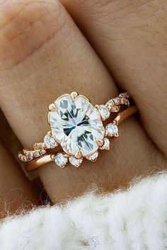 Brilliant 24 Best Women's Wedding Rings weddingtopia.co/... Regardless of what engagement ring style you select it's wonderful to pick out a ring that accompanies a matching wedding ring #weddingring