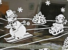 Давно хотелось сделать семейство Снеговичков на зимних окошечках:) Наконец нашла подходящих героев в детских раскрасках и вырезала вытынанки. И вот, что в итоге получилось))) фото 6 Felt Christmas, All Things Christmas, Christmas Ornaments, Kirigami, Winter Wonderland Theme, Diy And Crafts, Paper Crafts, Christmas Window Display, Homemade Ornaments