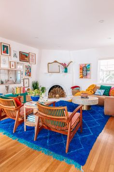 1930s Living Room, Home Living Room, Apartment Living, Living Room Designs, Living Room Decor, Living Spaces, Living Room Walls, Colourful Living Room, Living Room With Color