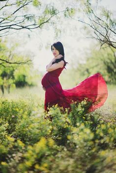 Maternity Portrait | Every pregnant woman wants to feel like they look like this! :)