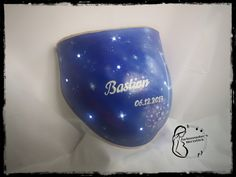 beleuchteter Gipsbauch im Galaxystil Wine Glass, Tableware, 3d Picture Frame, Easel, Gift Cards, Canvas, Colors, Dinnerware, Dishes