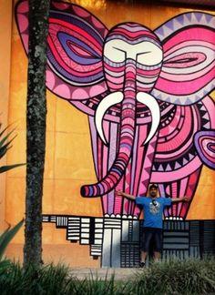 Cadumen with his work in São Paulo (LP)