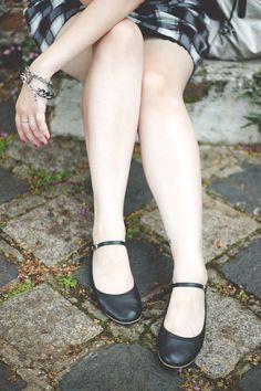 Melina Souza - Serendipity <3 http://melinasouza.com/2015/03/10/bricks-and-door/ Flats:Tutu Ateliê de sapatilhas Bag: Kipling Skirt: C&A Blouse: LOja EMME #Kipling #Melina Souza # Tutu Ateliê de Sapatilhas