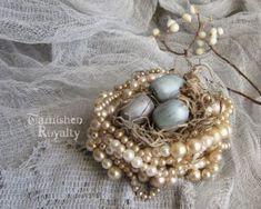 10 DIY Faux Bird Nests - Perlenhalskette-Faux-Vogelnest-getrübtroyalty-com - . - 10 DIY Faux Bird Nests – Perlenhalskette-Faux-Vogelnest-getrübtroyalty-com – - Vintage Jewelry Crafts, Jewelry Art, Handmade Jewelry, Jewelry Ideas, Jewelry Shop, Fine Jewelry, Women Jewelry, Jewelry Logo, Beading Jewelry