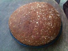 Σπιτικό ψωμί ολικής άλεσης, με βρώμη. Αν προσέχεις τη διατροφή σου είναι ιδανικό! Επίσης είναι ιδανικό για παιδιά και πολύ πολύ νόστιμο! Υλικά: 500γρ αλεύρι ολικής άλεσης 2κ γλυκού αλάτι ιμαλαίων 2κ γλυκού καστανή ζάχαρη 100γρ βρώμη 1 φακελλάκι ξερή μαγιά 2κ Hamburger, Pudding, Bread, Cooking, Breakfast, Desserts, Recipes, Food, Cucina