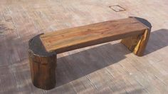Banco de madera rústico.