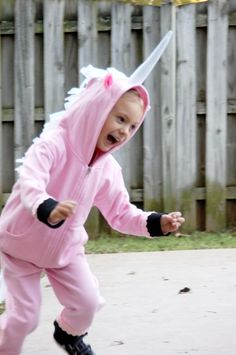 Unicorn costume tutorial for kids.. actually i just am pinning this because the kids face is hilarious!