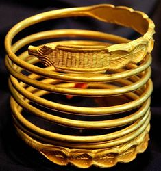 File:Bratara Dacica dacian  gold 4th BC. One of Thirteenth Dacian bracelets stolen from the 24 stolen Orastiei Mountains in Romania and then trafficked and bought back.