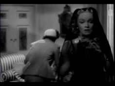 Io però, la pellicola che ha lanciato Jane Wyman nel firmamento delle celebrità la salto, e decido invece di fare un po' di pulizia nel nuovo appartamento. Sistemare tutto per bene in vista dell'arrivo della bambina e di Anna mi sembra il minimo; passo quindi nella bottega sulla via e compro un detersivo al limone.
