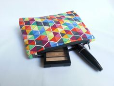 Zippered make-up purse Craft Stalls, Handmade Accessories, Make Up, Purses, Crafts, Bags, Maquillaje, Craft Booths, Manualidades