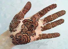 Most Stylish Mehndi Design Image by Amelia