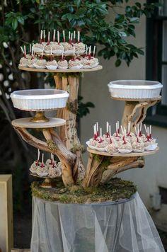 Super Diy Wedding Cake Stand Garden Parties 15 Ideas - - Super D. Wood Wedding Cakes, Wedding Cake Display, Rustic Wedding Cake Stands, Wedding Cupcakes, Diy Wedding Flowers, Diy Flowers, Flowers Garden, Garden Wedding, Wedding Ideas