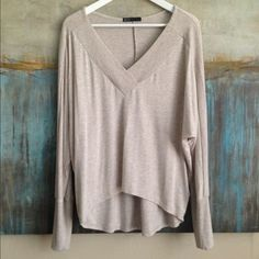 Anthropologie Gibson Marled Top Size Small Anthropologie Gibson marled tunic with v neckline, loose fit and 3/4 sleeves. Size Small. Color Beige Gray Marled. Material 95/5 Rayon/Spandex. Measurements: shoulders: 15, pits: 24, top to bottom: 25 Anthropologie Tops