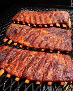 Check out these ribs. They're berkshire pork ribs too. If you haven't tried berkshire pork yet you should.  It's a rare heritage breed that has absolutely incredible flavor! . . Shout out to @pitforbrains. . . . #Barbecue #BBQ #BBQLife #BBQPorn #Carne #Carnivore #Food #Foodgasm #Foodie #Foodiegram #FoodPhotography #FoodPics #FoodPorn #Foodstagram #ForkYeah #GlutenFree #Grill #GrillLife #GrillingOut #GrillingSeason #GrillMaster #Grilling #GrillPorn #Instafood #Meat #huffposttaste #Ribs…