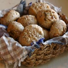 Delicious and soft vegan bread rolls, made with spelt. Spelt Recipes, Bread Recipes, Baking Recipes, Vegetarian Recipes, Healthy Recipes, Spelt Bread, Vegan Bread, Spelt Flour, Vegan Food