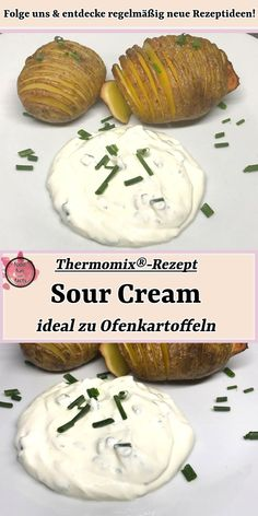 A quick sour cream that goes well with steak, potatoes or the like is super easy to make. This sour cream Thermomix® recipe tastes just like from the steak house. Pork Chop Recipes, Potato Recipes, Potatoes In Oven, Baked Potatoes, Steak Potatoes, Sour Cream Dip, Easy Smoothie Recipes, Challah, Food Blogs
