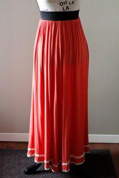 Jupe longue orange boho avec dentelle, Jupe maxi avec taille élastique et bordure de dentelle, Vêtement recyclé, Taille unique, #V054 de la boutique ecoboheme sur Etsy