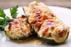 Zucchini with meat and sauce of cream and cheese. (in Croatian) Bosnian Recipes, Bosnian Food, Greek Dinners, Macedonian Food, Vegetable Side Dishes, Greek Recipes, Food For Thought, Love Food, Stuffed Zucchini