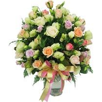 A Glass Arrangement of 30 white n Pink Roses. http://flowershop18.in/flowers-to-faridabad.aspx