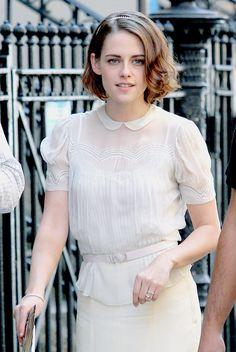 kristensource:  Kristen Stewart on the set of Woody Allen's new movie in Chinatown, Manhattan (September 18, 2015)