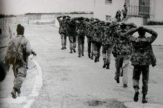 At the beginning of Falklands war, Argentine commandos have captured a unit of RM.