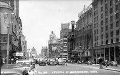 Av. Juarez de doble sentido. Al fondo el monumento a la Revolución. A la derecha se observa el Hotel y el Cine Regis. Imagen de los 40's