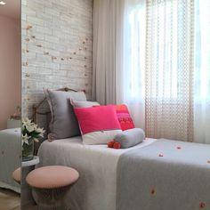 """112 curtidas, 4 comentários - Patricia Franco (@patyfranco72) no Instagram: """"Sugestão do dia : transformar seu quarto num lugar que dá vontade de ficar ❤️ . No meu Insta…"""""""