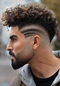 Mohawk Curls with Lines Most Creative Haircut Designs with Lines Creative Haircuts, Stylish Haircuts, Cool Haircuts, Haircuts For Men, Hipster Hairstyles, Permed Hairstyles, Braided Hairstyles, Hair And Beard Styles, Curly Hair Styles