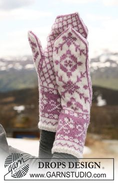 "DROPS mittens with pattern in ""Karisma"". ~ DROPS Design"